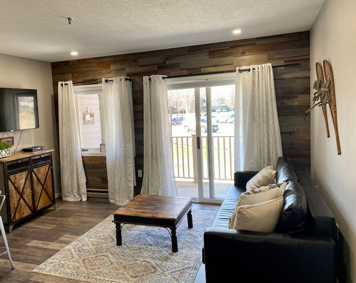 Renovated 1 BR deluxe suite Resort. Pool, hot tub