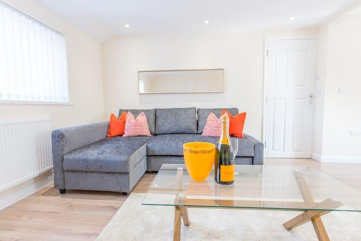 NEW FOR 2018 – super smart Oxford Duplex for 8