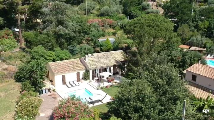 Stunning villa with great views in lovely village