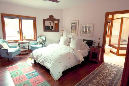 Art House Bed and Breakfast - Guest Room - East Hampton