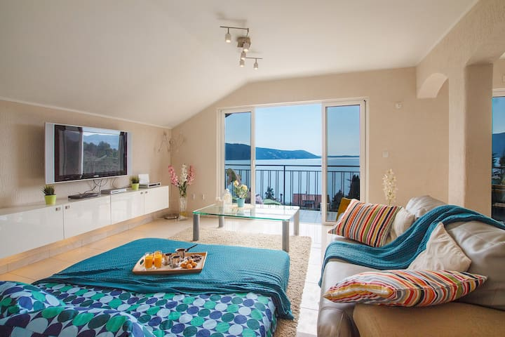 House 2br : Incredible Sea View & Private Backyard
