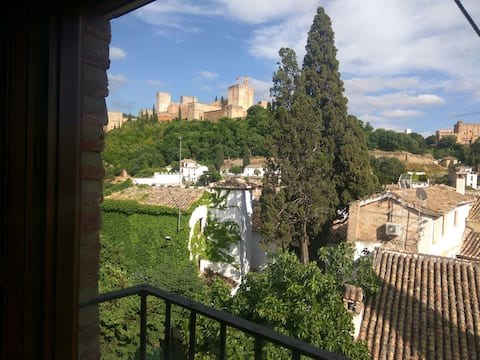 Stunning Alhambra view balconies, in the Albayzin