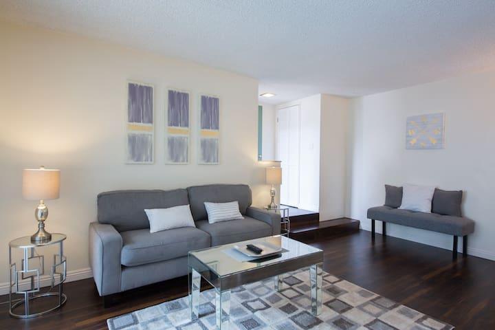 Great West LA Apartment!