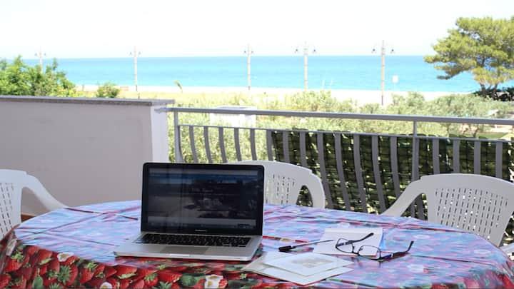 Villa Tigani, direct beach access: Nausicaa apt