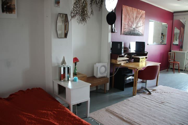 Spacious artistic room near the centre - Helsinki - Appartement