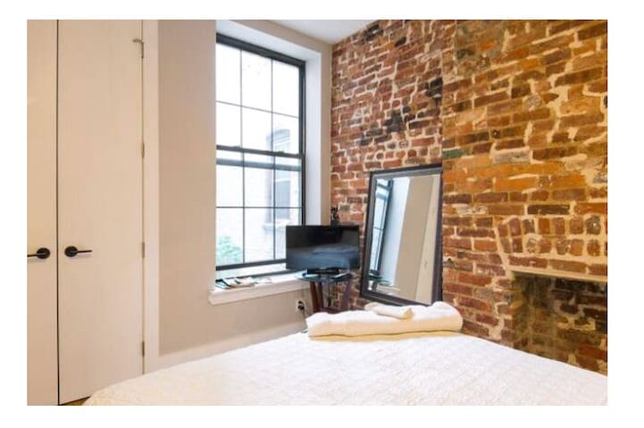 420 friendly COZY BRICK EXPOSED PVT RM