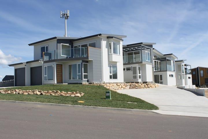 Jindabyne Villas 3-Architect Designed Modern Home