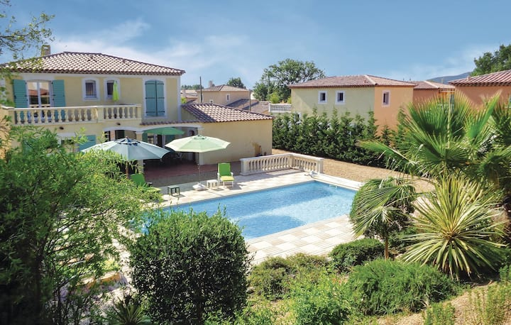Nice home in Roquebrune sur Argens with 4 Bedrooms and WiFi