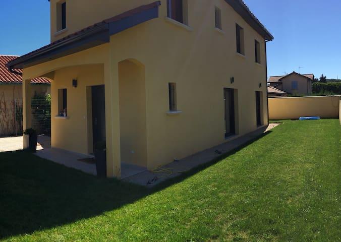 Chambre près de Lyon - Saint-Genis-Laval - House