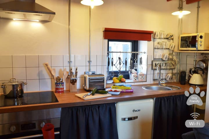 Grain Store- Pet friendly cosy cottage nr Narberth