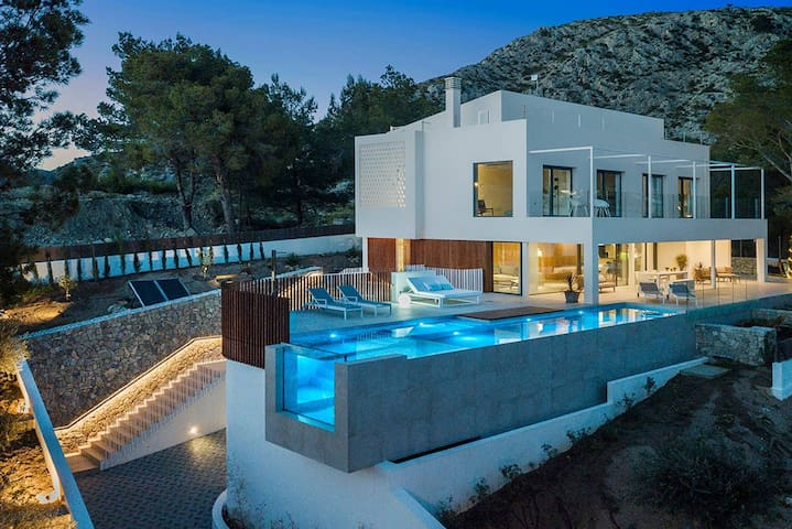 Villa Views is a beautiful property located in Bonaire just a few minutes from the town of Alcudia