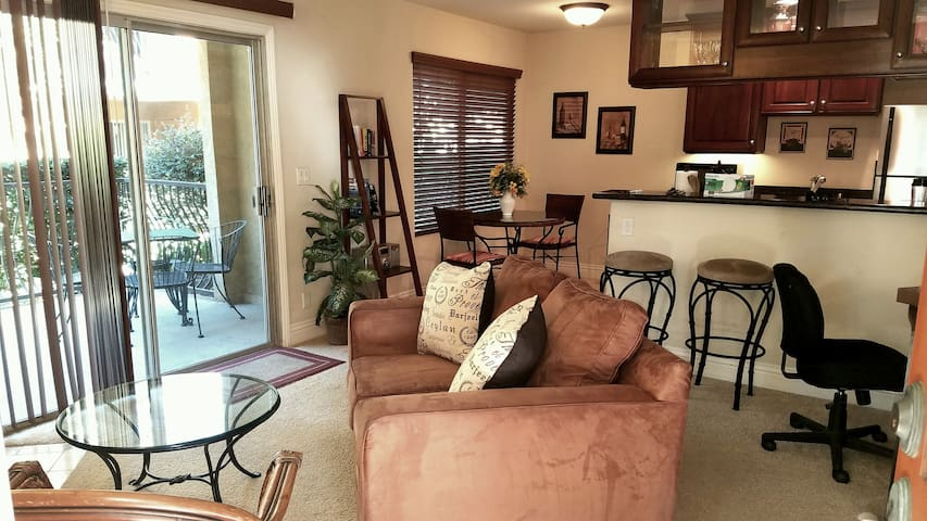 Furnished La Jolla condo with parking & pool.