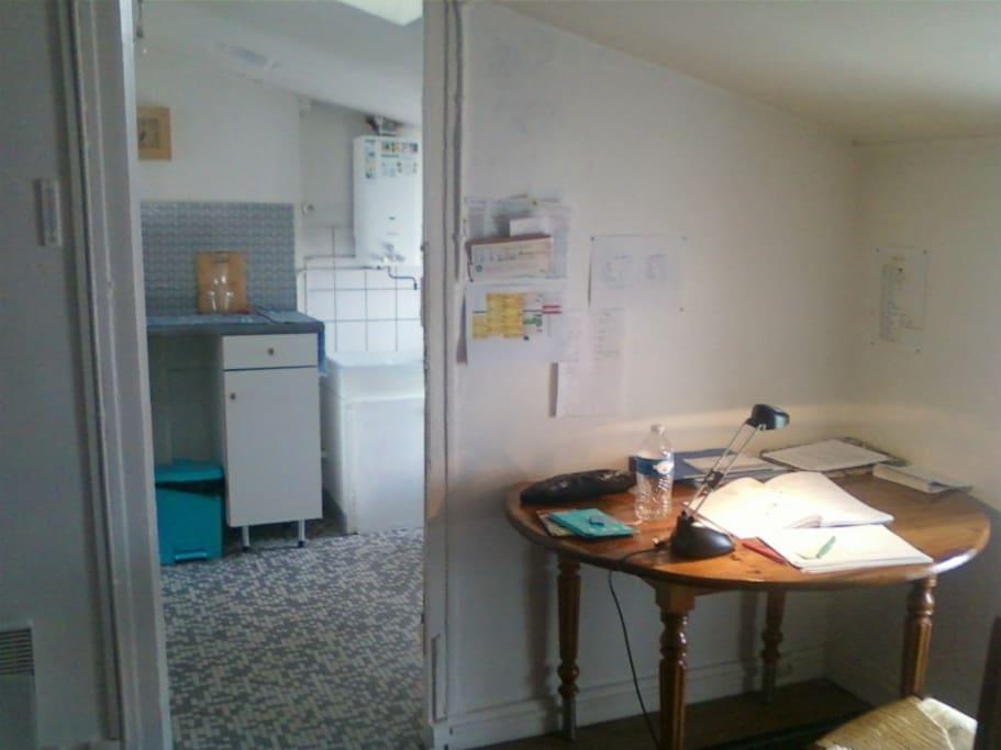 Salon, vue sur cuisine