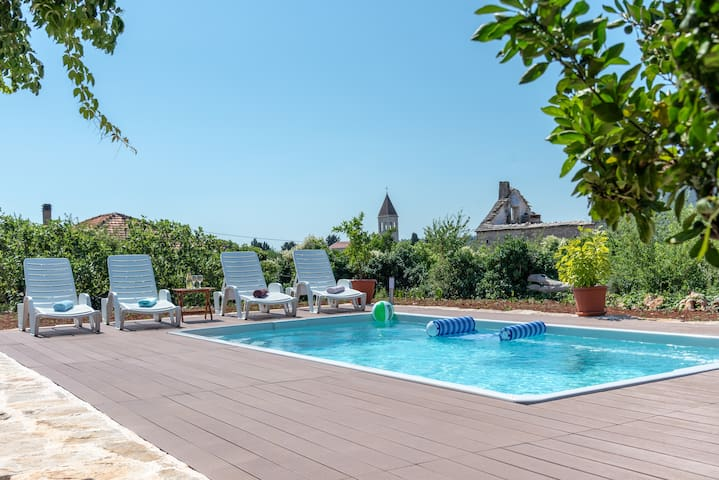Perfect family getaway with swimming pool
