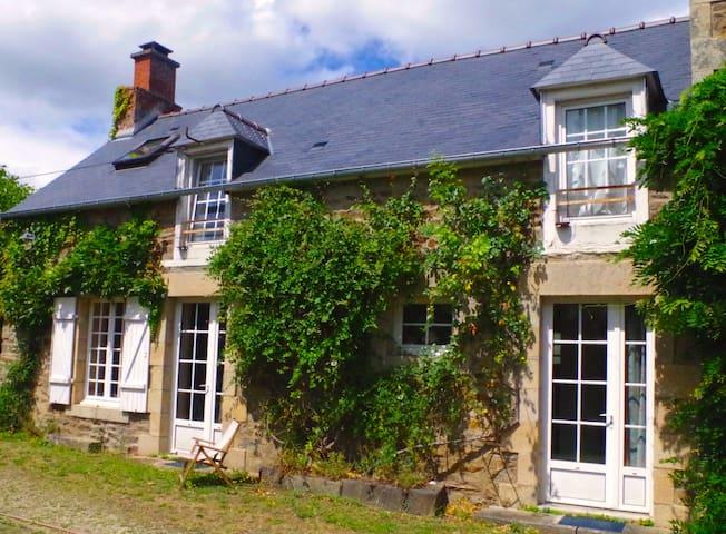 Beautiful Breton House In Calm Surroundings