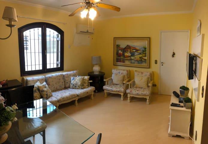 Sala ampla com Ar-condicionado, TV e Net - 2