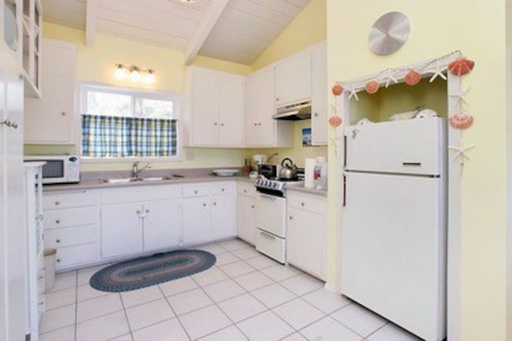 Kitchen: fully stocked with dishes and cook ware, even a coffee maker/grinder!