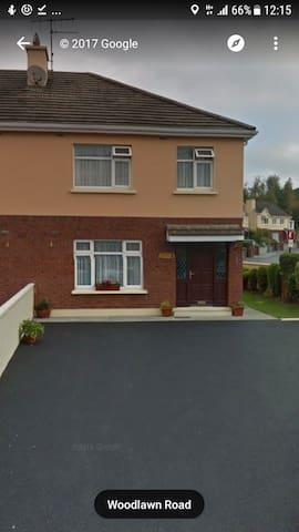 single room 7 mins walk to town - Killarney - Ev