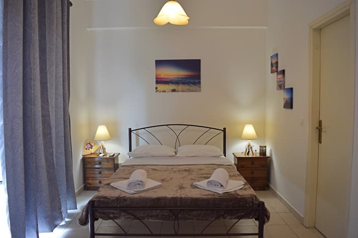 Cozy apartment a breath away from beach & Old Town