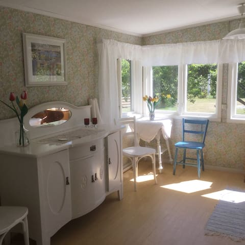 Stuga i unik skärgårdsmiljö/Cottage in archipelago