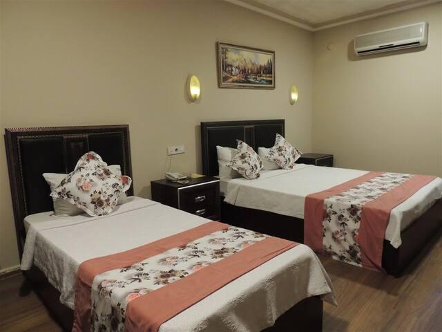 Aile Odasi 2 Yetiskin 1 Cocuk - Adana Saray Otel
