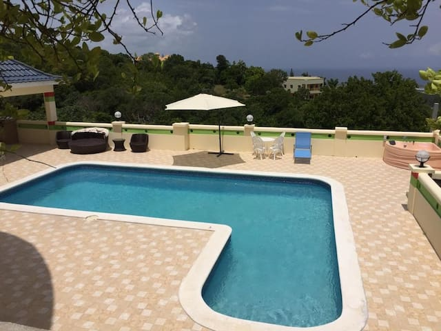 Princess Sunbird Lodge   Mobay