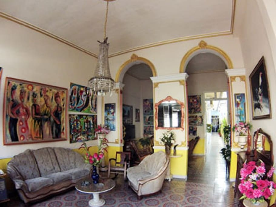 Living Room of the hostal a perfect balance of styles.--Sala del Hostal balance perfecto de estilos.