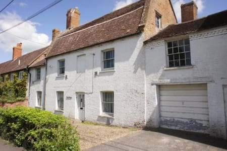 Ivy Cottage on Ilchester main road - Ilchester - Hus