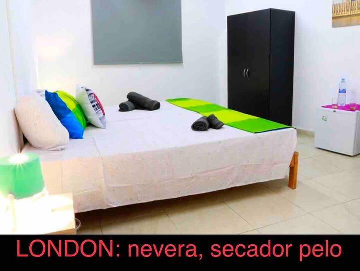 Habitación triple, PLAZA ESPAÑA, Centro A.A+WIFI 5