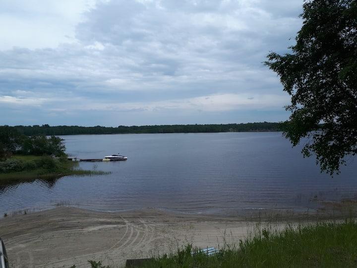 Chalet avec mezzanine au abord du Lac-St-Jean