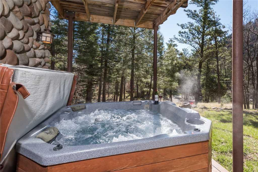 Private Hot Tub - Soak up the Land of Enchantment in your private, secluded hot tub!