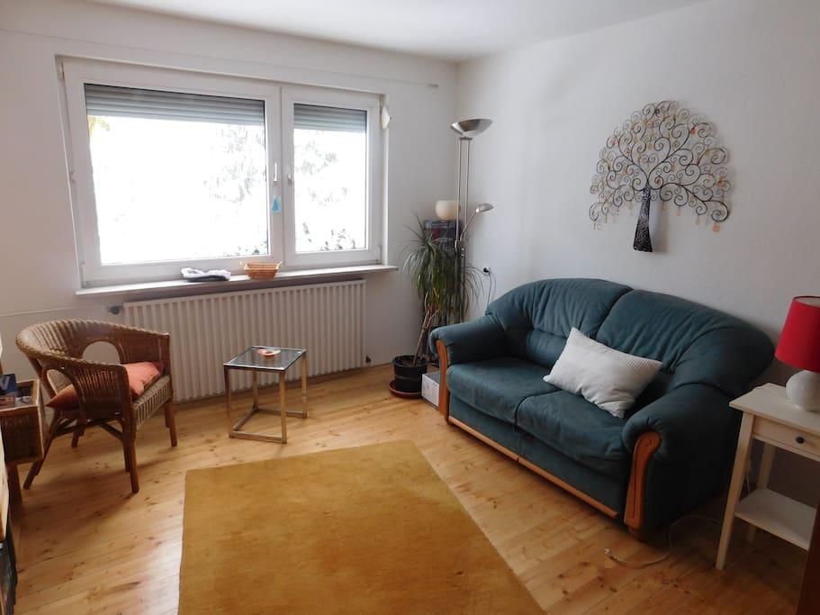 kleines zimmer mit schlafsofa h user zur miete in. Black Bedroom Furniture Sets. Home Design Ideas