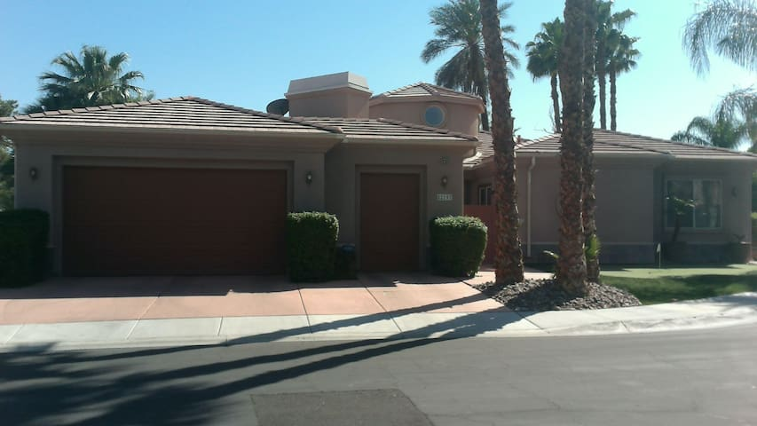 Luxury Home Walking Distance to Festival Grounds - Indio - Casa