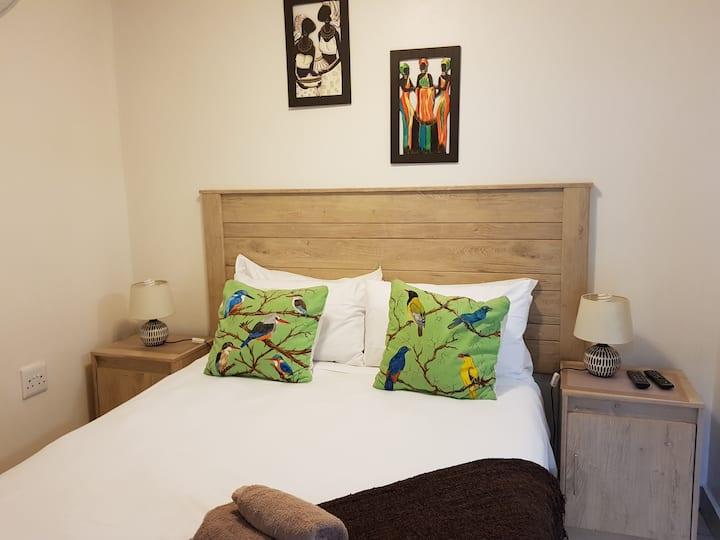 African Dwarf Kingfisher Guesthouse - Dwarf unit
