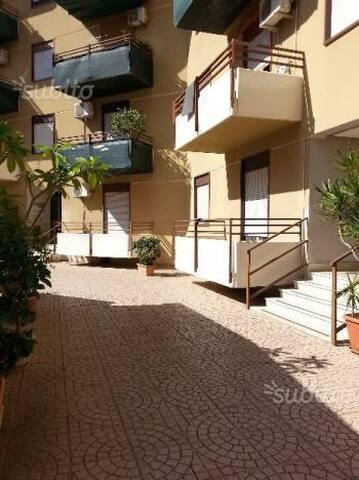Bilocale a palermo zona fiera - Palermo - Daire
