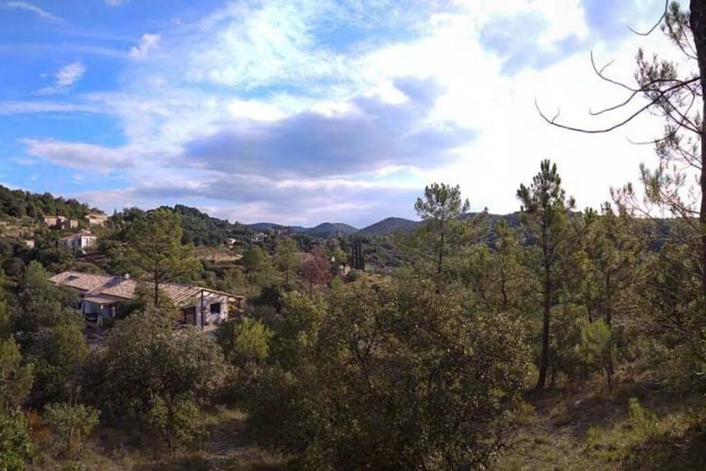 La maison depuis la colline