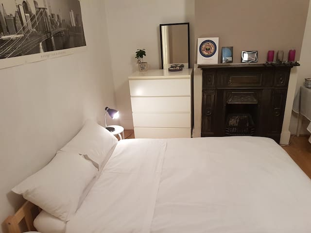City centre bedroom next to London attractions