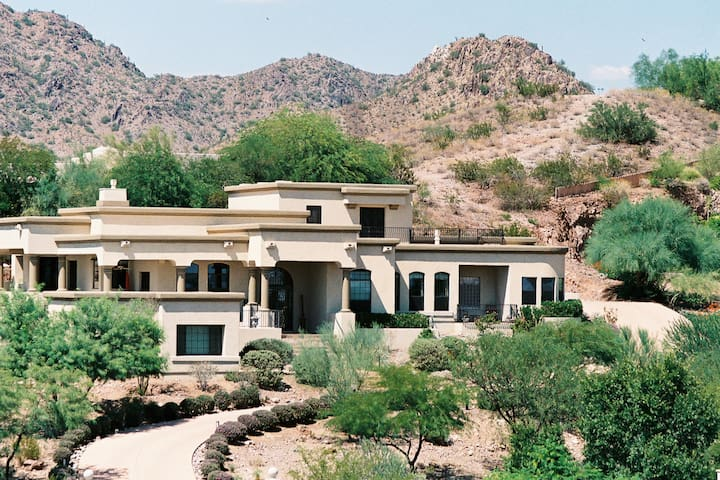 Breathtaking 300 degree views in Paradise Valley
