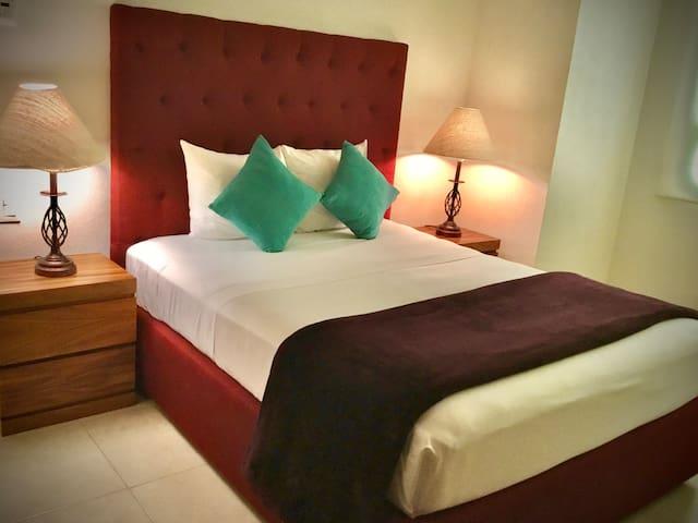 Cama tamaño Queen <<<>>> Queen size bed