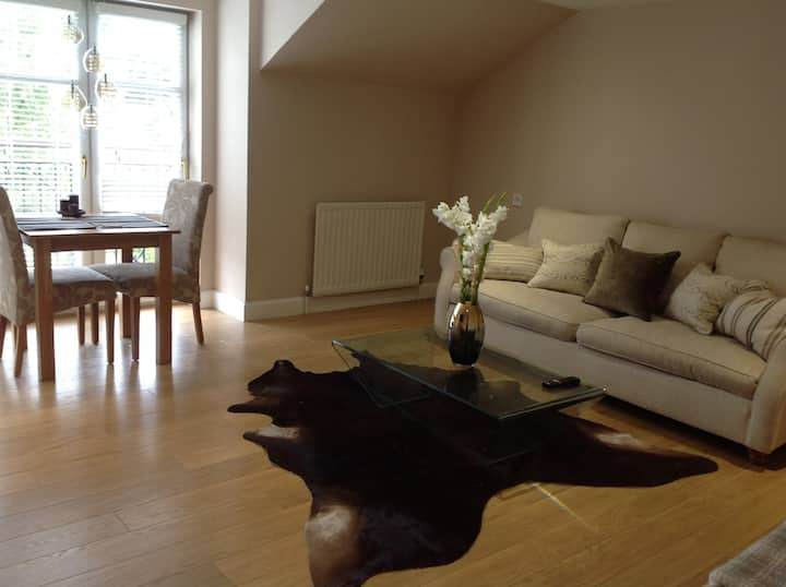 Stylish Private Room Close to City Centre
