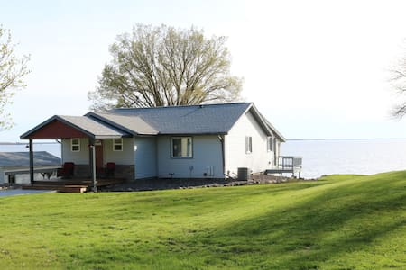Beautiful remodeled SE Mille Lacs lake front home