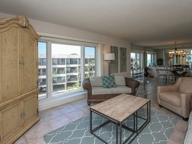 Living Area with Ocean Views at 407 Shorewood