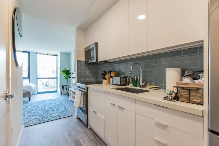 Kasa | Washington DC | Breathtaking Studio Foggy Bottom Apartment | 30+ Day Rental ONLY
