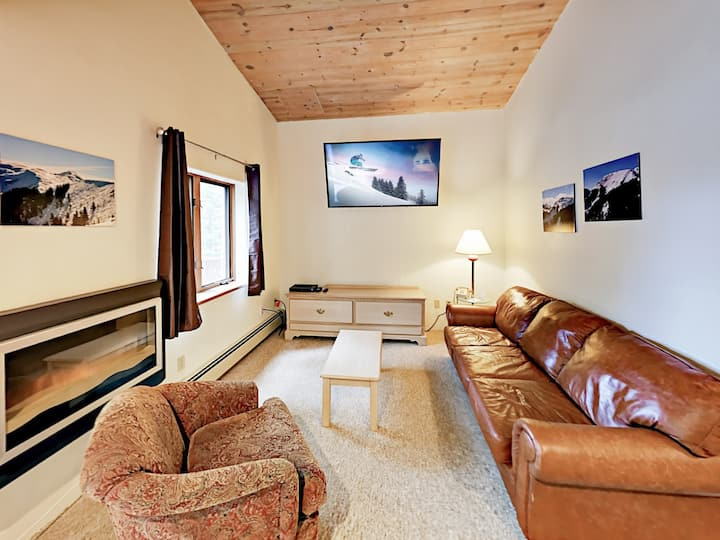 Slopeside Mountain Gem with Private Balcony
