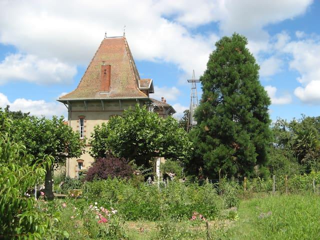 Chambres de charme dans villa 1905 - Lannux - Dom