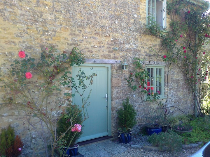 Quiet Somerset Cottage with Gardens & Countryside