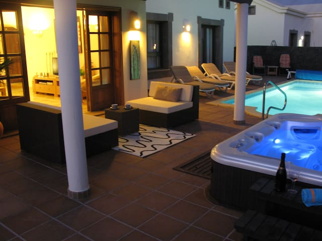 Heated Pool, Hot Tub, Free WiFi, Air condition, TV