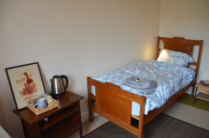 Single Room in Vibrant Area Short Trip to Centre