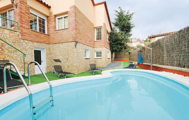 Holiday cottage with 3 bedrooms on 175 m² in Canet de Mar