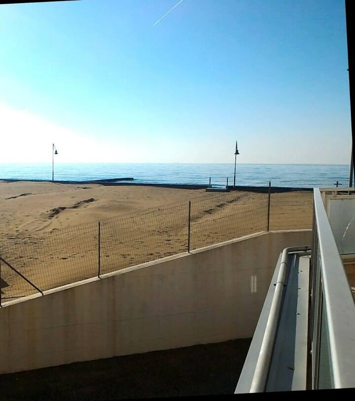 affacciato sul mare, spiaggia privata